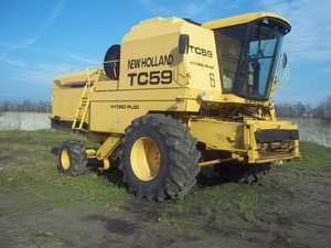 Комбайн New Holland TC59 2001г